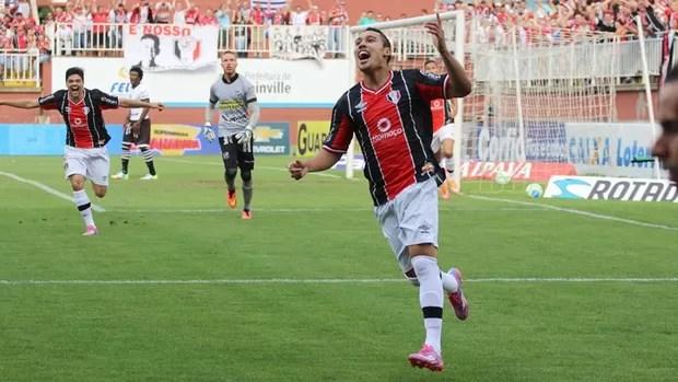 Joinville e Ceará gol Edigar Junio (Foto: José Carlos Fornér/Joinville EC)