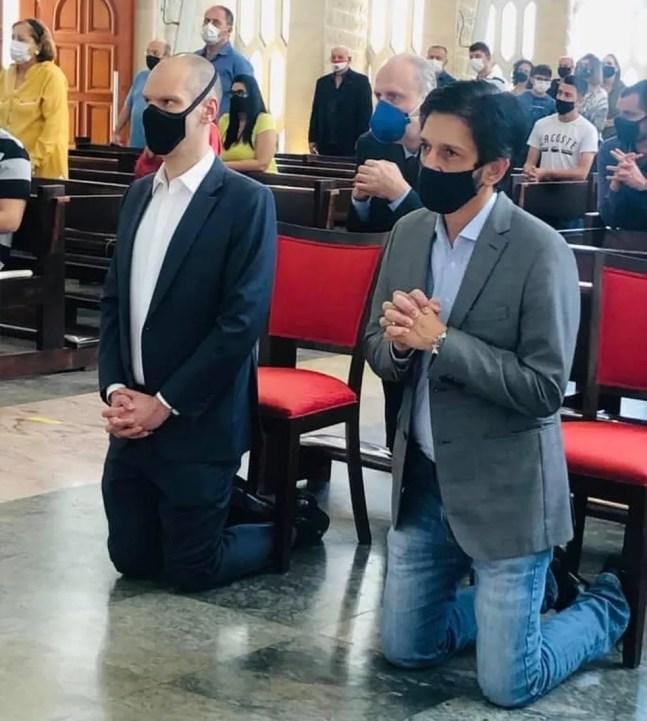 Bruno Covas (PSDB) e Ricardo Nunes (MDB) durante celebração religiosa em SP durante a campanha eleitoral, em 2021. — Foto: Acervo pessoal/Ricardo Nunes/Facebook