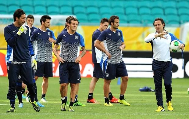 Itália pode entrar com cinco jogadores diferentes com relação ao jogo  passado (Foto  Getty images) f59ed165aa83c