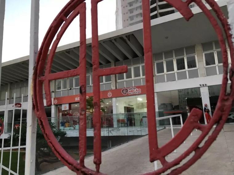 Sede do América-RN: clube não tem mais futebol profissional neste ano (Foto: Leonardo Erys/GloboEsporte.com)