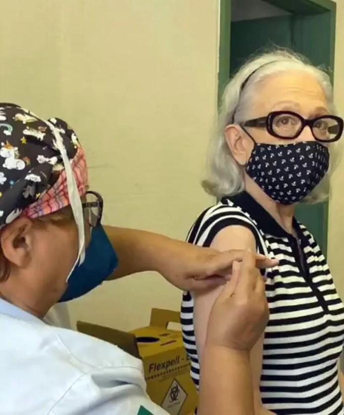 Fernanda Montenegro é vacinada no Rio — Foto: Reprodução/Redes sociais