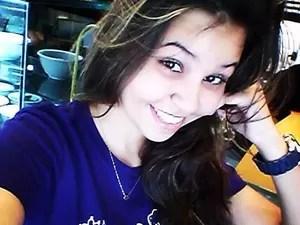 A estudante Carolina Amorim Fernandes, de 16 anos, passou em Direito na UFMG mas não conseguiu se matricular porque não concluiu o ensino médio (Foto: Carolina Amorim/Arquivo Pessoal)