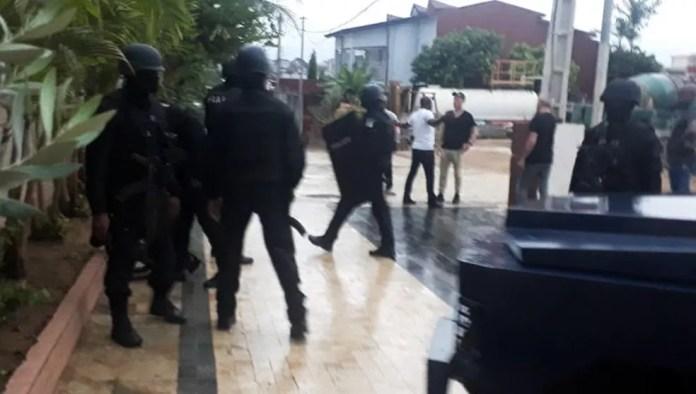 Na Costa do Marfim, megaoperação prendeu 10 pessoas de três nacionalidades — Foto: G1 Santos