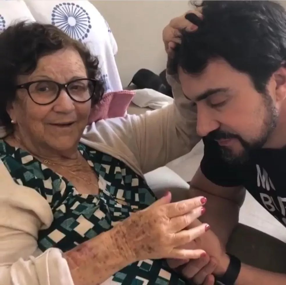 Ana Maria de Melo e padre Fábio de Melo em foto de arquivo — Foto: Rede Social/Reprodução