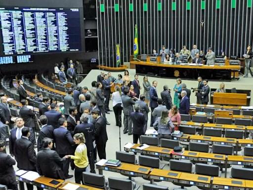 Resultado de imagem para senadores e deputados