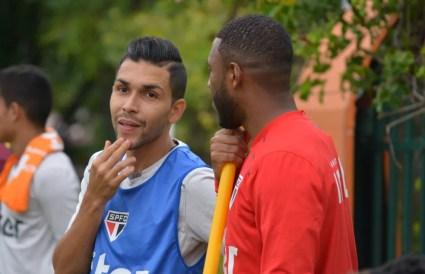 Petros (à esq.) foi suspenso por quatro jogos (Foto: Érico Leonan/saopaulofc.net)