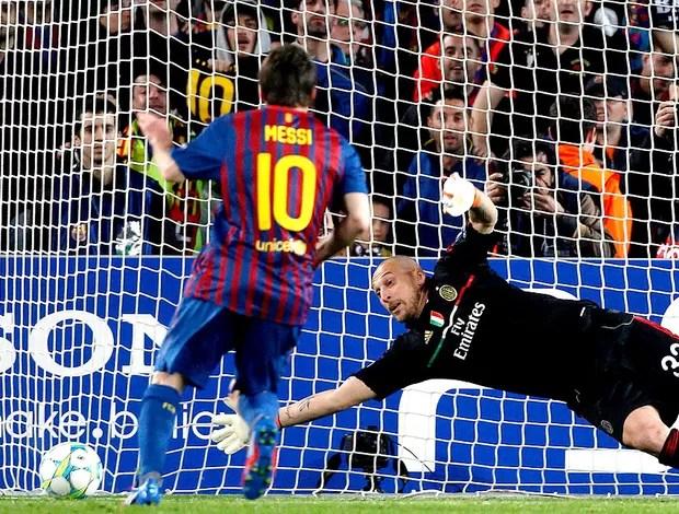 Messi marca dol Barcelona contra o Milan (Foto: Reuters)