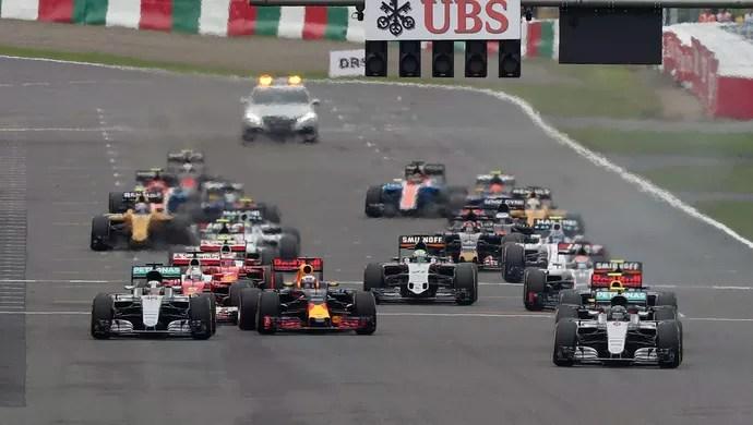 Lewis Hamilton largou muito mal no GP do Japão de Fórmula 1 (Foto: Reuters)