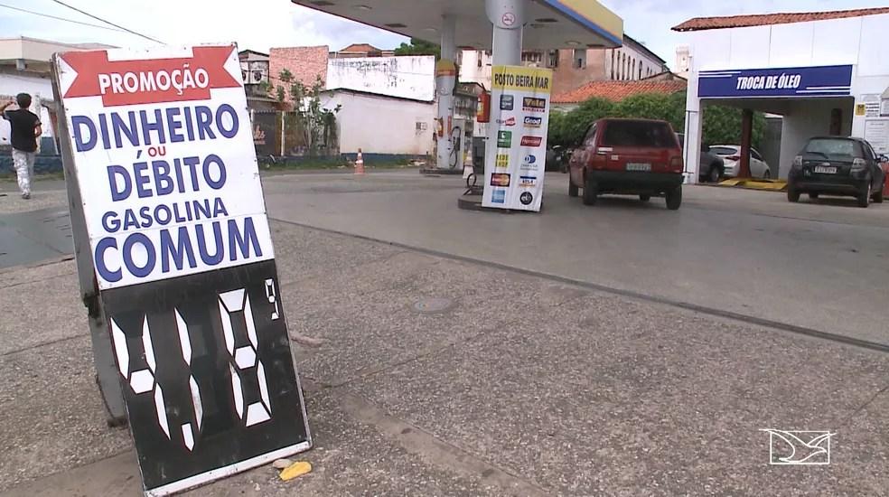Posto na Avenida Beira-Mar, em São Luís , aumentou o preço da gasolina para R$ 4,18 (Foto: Reprodução/TV Mirante)