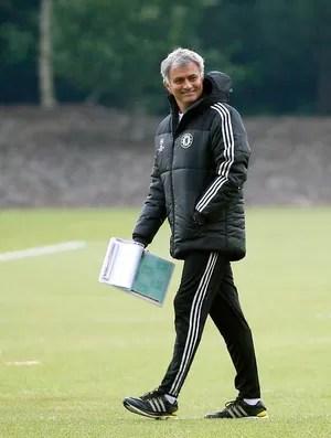 José Mourinho chelsea treino (Foto: Reuters)