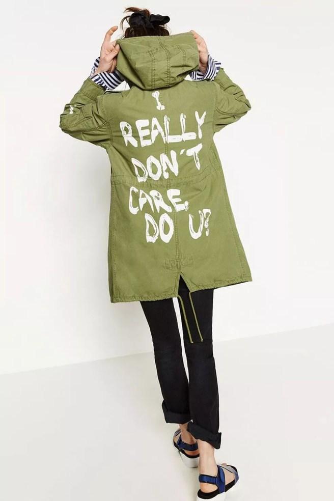 Casaco da Zara com a frase 'eu realmente não me importo, você se importa' estampada nas costas (Foto: Reprodução/Pinterest/Zara)