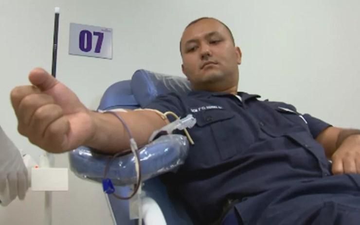 Guardas municipais doaram sangue para repor bolsas usadas em colegas baleados  (Foto: Reprodução/TV TEM)