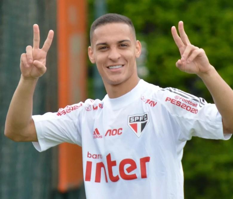 Antony, em treino do São Paulo — Foto: Érico Leonan / saopaulofc.net