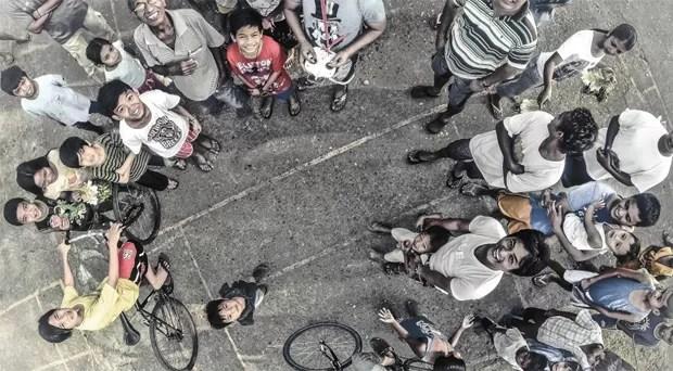 Outras fotos que concorreram ao prêmio podem ser vistas no Dronestagram, um site dedicado às imagens registradas pelos aparelhos. O fundador do site, Eric Dupin, afirmou à BBC que a fotografia feita por drones oferece uma nova perspectiva da realidade. O segundo lugar foi para o usuário Jericsaniel por esta imagem registrada em Manila, nas Filipinas (Foto: Dronestagram/BBC)