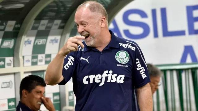 Mano Menezes no clássico contra o São Paulo