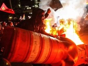 Les manifestants ont mis le feu au cours de cône de protestation dans le centre de São Paulo (Photo: Daniel Teixeira / Estadão Content)