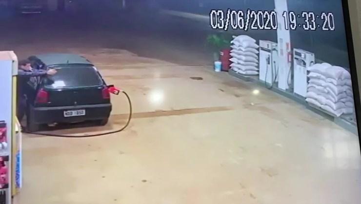 Policia penal reagiu a assalto e baleou um dos bandidos  — Foto: Reprodução