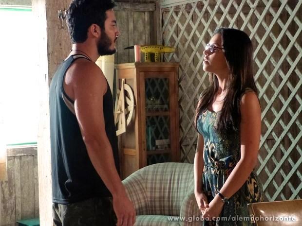 Matias não cumpre ordem de Kléber e pede para Celina deixar o patrão em paz (Foto: Além do Horizonte/TV Globo)