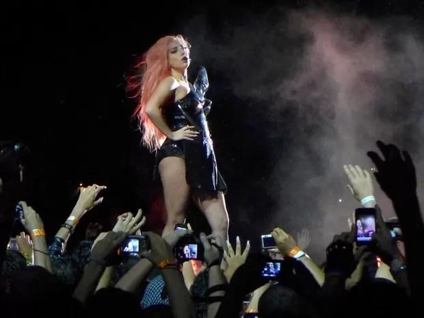 Em duas horas e vinte minutos de apresentação, Lady Gaga driblou a chuva e empolgou os fãs com sucessos como 'Poker face' e 'Born this way' (Foto: Marcelo de Almeida/Divulgação)