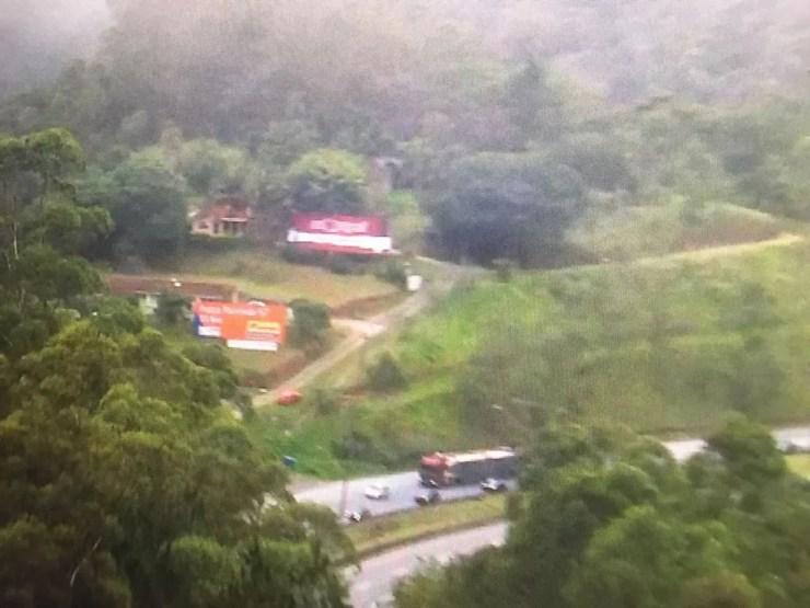 Área próxima à queda do helicóptero em São Lourenço da Serra (Foto: Reprodução/Tv Globo)