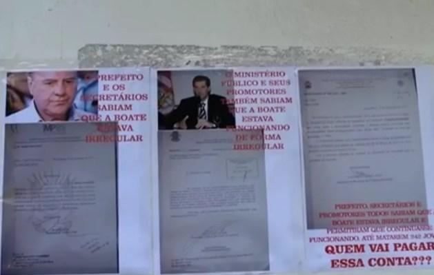 Cartaz com foto de promotor motivou denúncia contra pais de vítimas da Kiss (Foto: Reprodução/RBS TV)