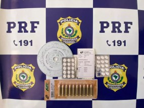 Anfetaminas e munições de arma de fogo foram apreendidas pela PRF em Ji-Paraná — Foto: PRF/Divulgação