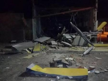 Bandidos explodiram agência do Banco do Brasil em Dormentes, no Sertão de PE (Foto: Divulgação / Polícia Militar )