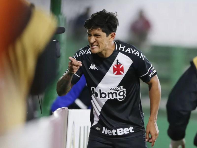 Cano, do Vasco, comemora gol contra o Defensa y Justicia — Foto: REUTERS/Daniel Jayo