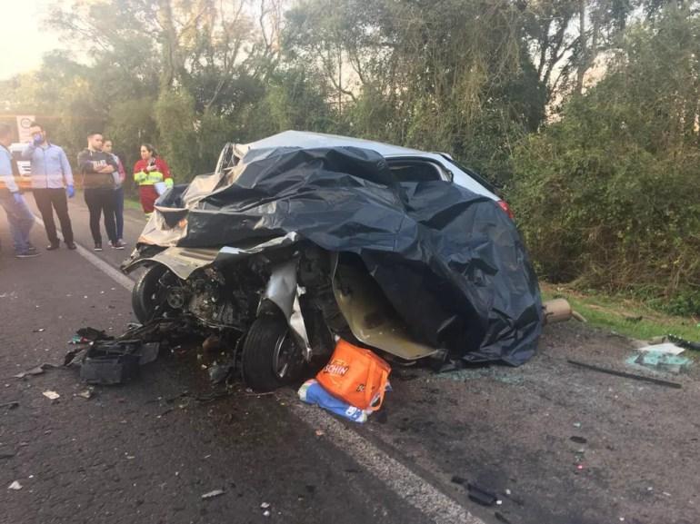 Vítimas estavam todas no mesmo veículo. — Foto: Juliano Castro/RBS TV