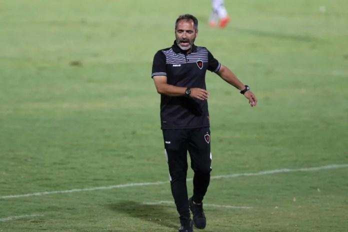 Rogério Zimmermann tem a missão de tirar o Botafogo-PB da zona de rebaixamento do Grupo A da Série C — Foto: Marlon Costa/Pernambuco Press