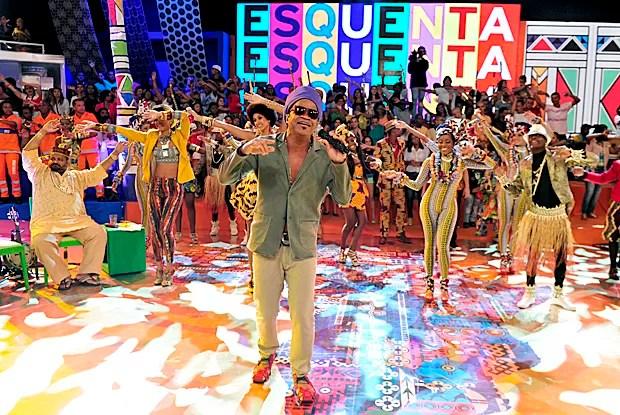 Carlinhos Brown canta seus sucessos! (Foto: Divulgação / Rede Globo)
