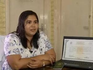 Liziane Santa Brígida se formou em medicina apesar das dificuldades que enfrentou. (Foto: Reprodução/TV Liberal)