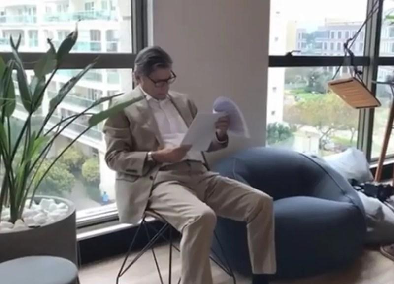 Jorge Salgado em registro de preparação para gravar vídeo de campanha — Foto: Reprodução