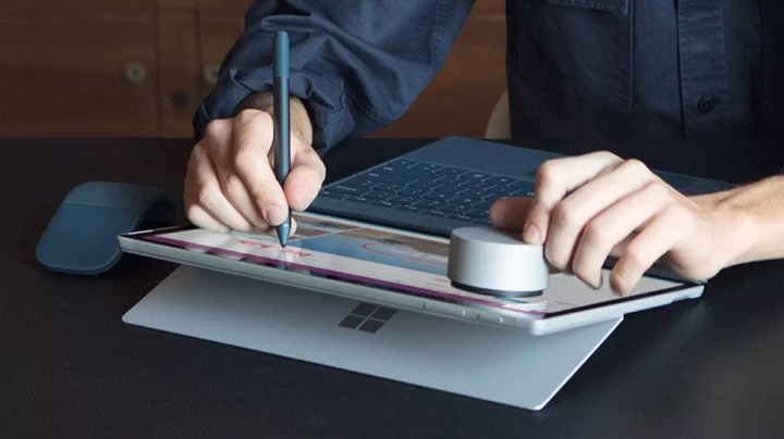 Futura Surface Pen (foto) poderia trazer funções de mouse  (Foto: Divulgação/Microsoft)