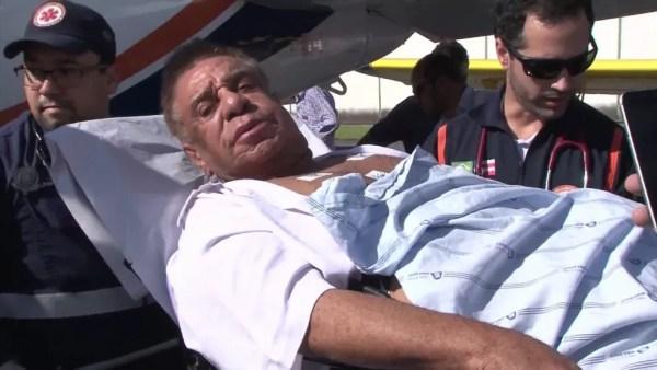 Agnaldo Timóteo quando foi internado em Salvador — Foto: Reprodução/GloboNews