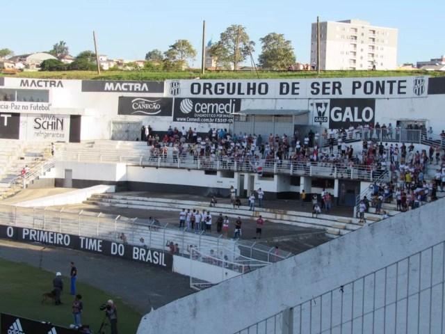 Espaço da torcida do São Paulo ficou esvaziado no estádio Moisés Lucarelli (Foto: Marcelo Prado)
