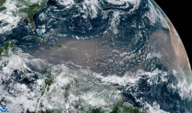 Segundo os meteorologistas, fenômenos do tipo são comuns. Este, entretanto, é o maior e mais intenso dos últimos 50 anos (Foto: NASA/NOAA)