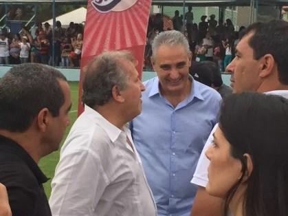 Tite acompanhou jogo beneficente organizado por Emerson Sheik com Zinho, Zico e Carille (Foto: Edgard Maciel de Sá)