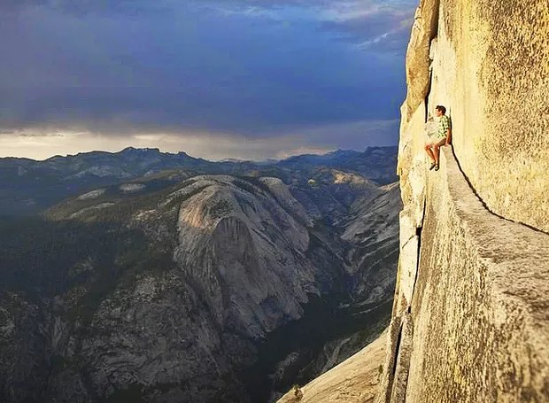 Montanha no Parque Nacional de Yosemite, Califórnia, EUA – Este é o terceiro parque nacional mais procurado nos Estados Unidos. Sua infraestrutura inclui trilhas e áreas de acampamento, além de uma paisagem magnífica cercada de montanhas de granito (Foto: Reprodução/BlogBlux)