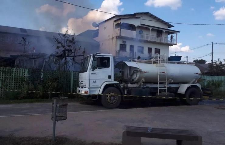 Moradores estavam dormindo quando fogo iniciou (Foto: Adelcimar Carvalho/G1)
