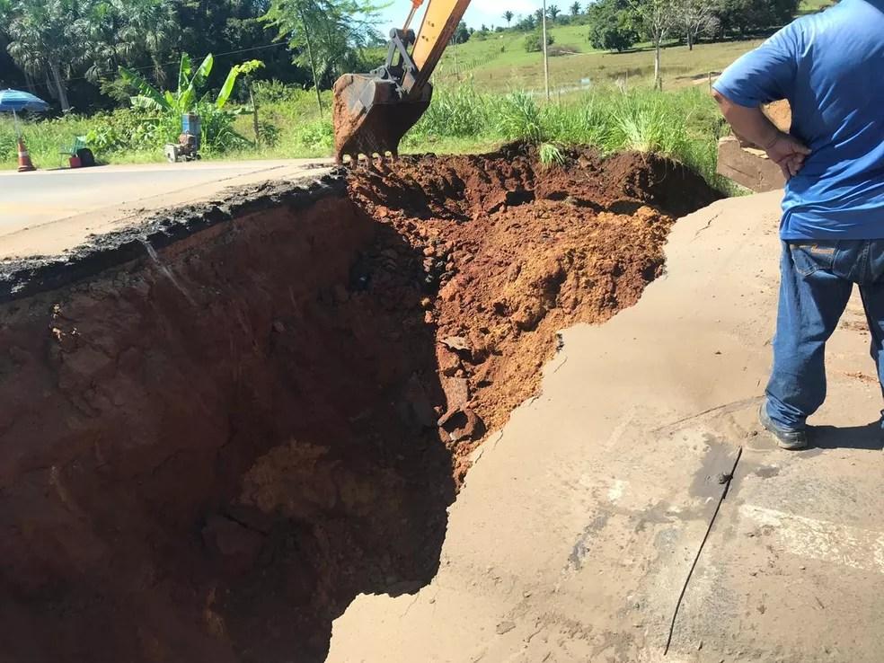 Dnit tenta fazer reparos no local onde ponte caiu — Foto: Dnit/Divulgação
