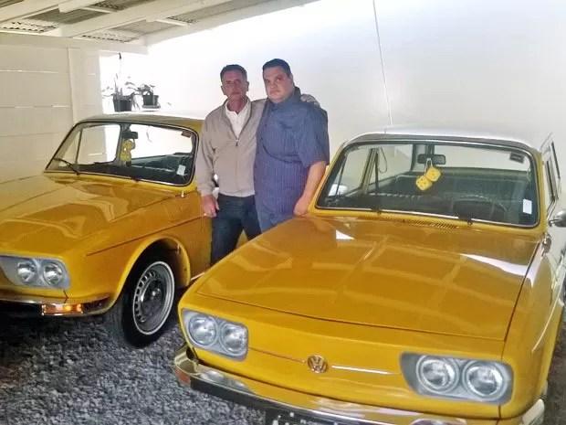 Reinaldo (esq) e Larson ao lado de suas Variant (Foto: Arquivo Pessoal)