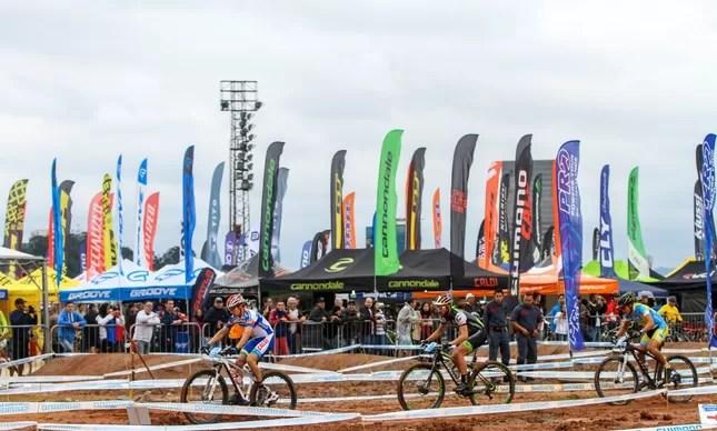 Bike Expo é o plano de fundo do Short Track