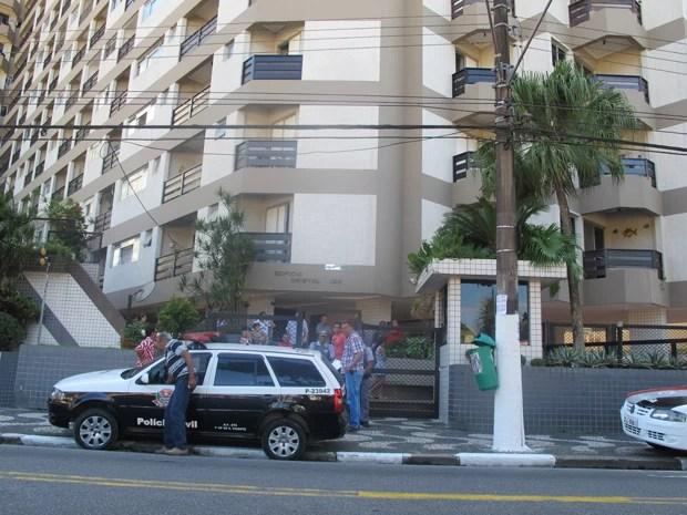 Morador caiu em poço de prédio e faleceu (Foto: Leandro Campos/G1)