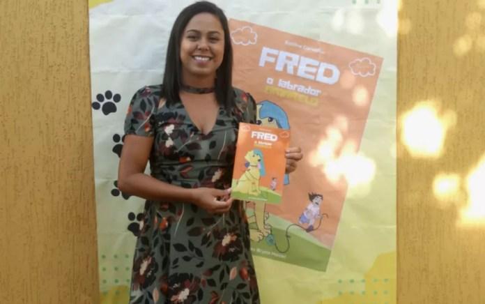 Professora baiana se inspira em cão de estimação e lança livro sobre as travessuras do bichinho, no sul da Bahia — Foto: Arquivo Pessoal