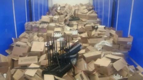 Carga roubada foi recuperada em Sairé, na BR-232 (Foto: PRF/Divulgação)