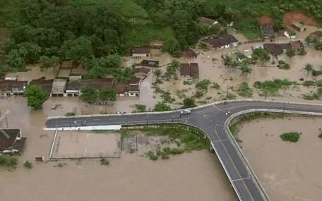 Município de Barreiros foi um dos gravemente afetados pelas enchentes do domingo (28) (Foto: Reprodução/TV Globo)
