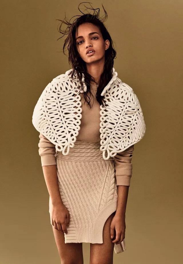 Ellen Rosa veste Burberry na edição de abril da Vogue (Foto: Vogue Brasil)