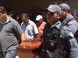 Policial João Eudes foi sepultado em São Raimundo das Mangabeiras, sua terra natal (Foto: Reprodução/TV Mirante)