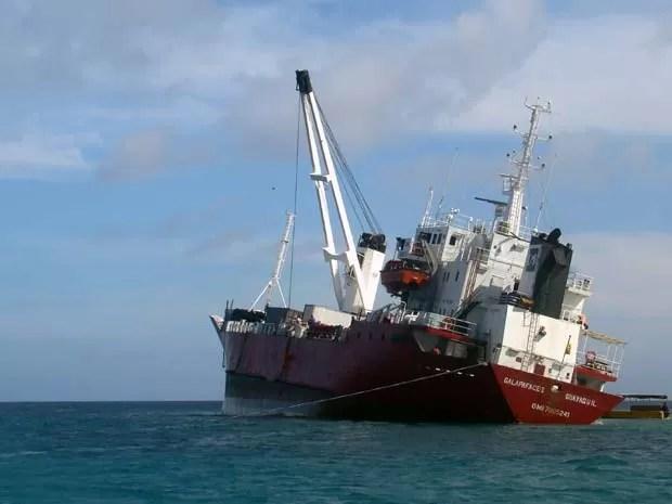 Navio de carga encalha a 1km de Galápagos nesta sexta (9) (Foto: AFP PHOTO / Galapagos National Park)